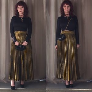 Dresses & Skirts - NWT GOLD/BLACK METALLIC PLEATED MAXI SKIRT